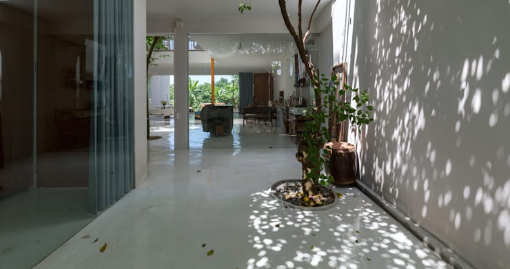 MA HOUSE:  Nhà bếp by GERIRA ARCHITECTS