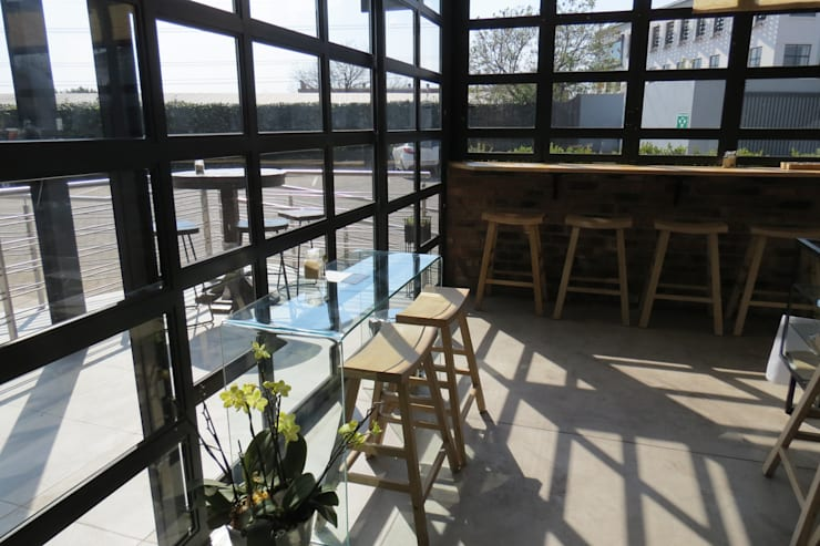 Flynn Coffee Shop—Kramerville:   by Vashco Pty Ltd