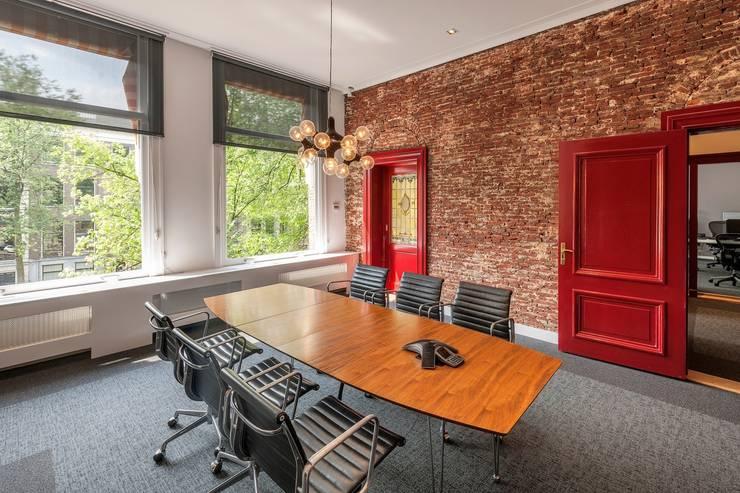 various interior projects:  Eetkamer door Lozinski Architecten