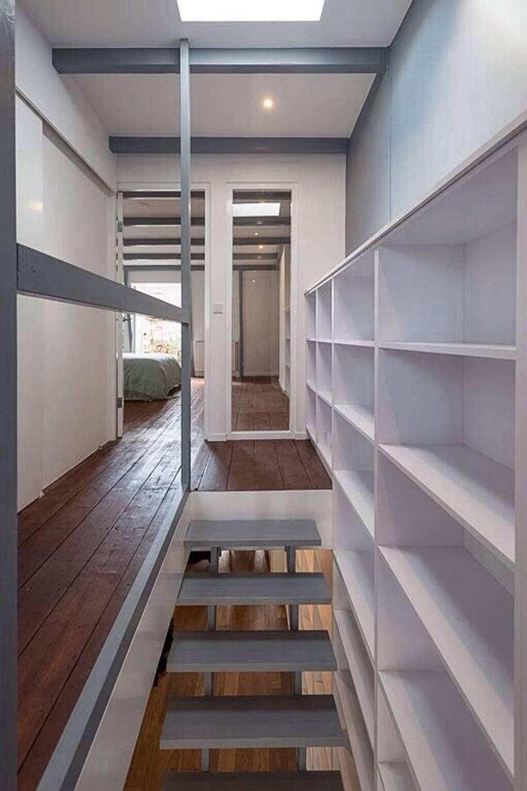 various interior projects:  Woonkamer door Lozinski Architecten