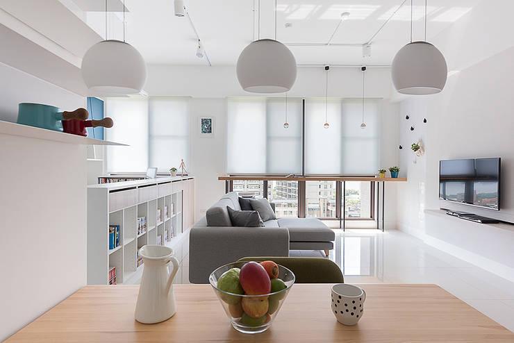午後時光~純淨北歐:  客廳 by 倍果設計有限公司