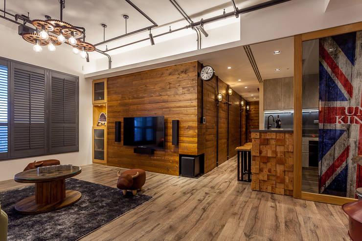 輕工業風溫馨小木屋:  客廳 by 傑羅設計事業有限公司