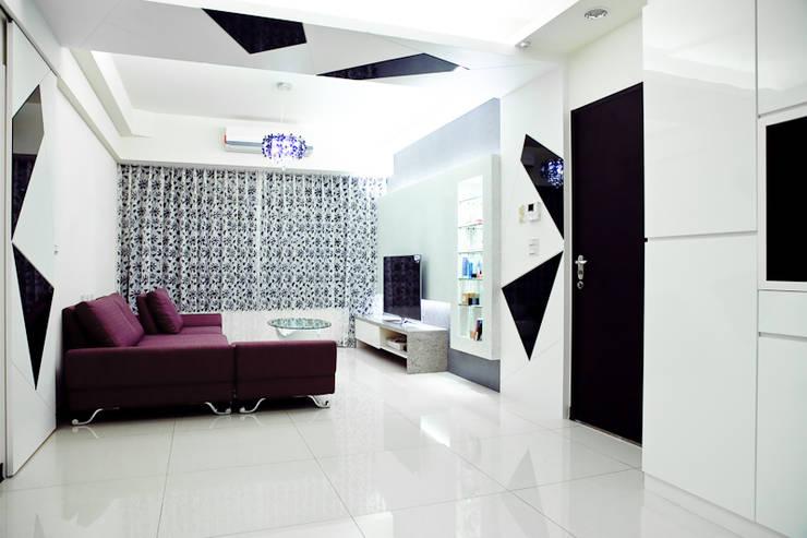 純白色 極簡風:  客廳 by 傑羅設計事業有限公司