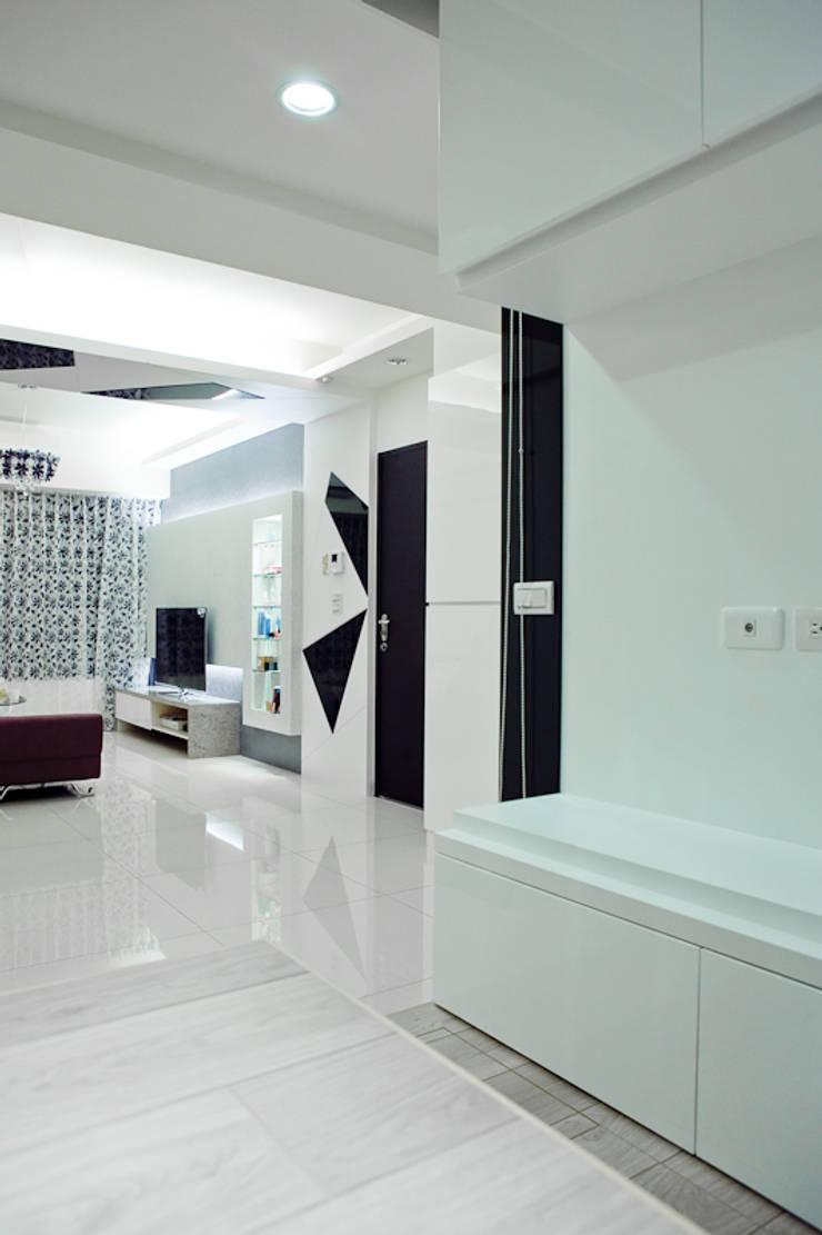 純白色 極簡風:  餐廳 by 傑羅設計事業有限公司