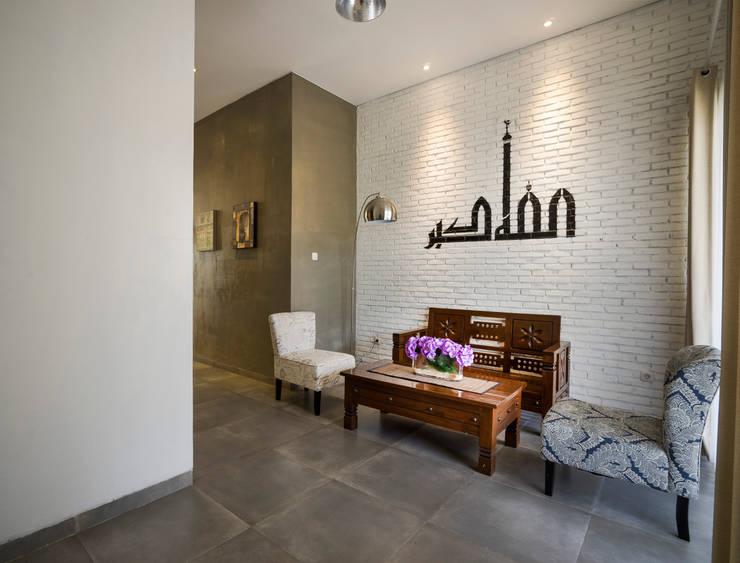 Ruang Tamu:   by CV Andyrahman Architect