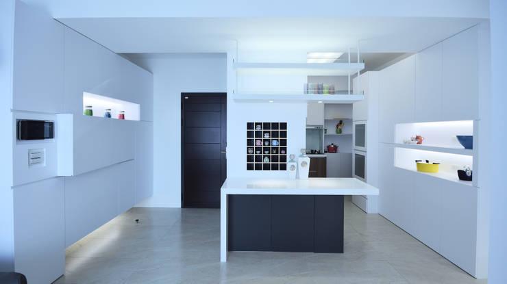 現代風格寧靜休閒風:  餐廳 by 瓦悅設計有限公司