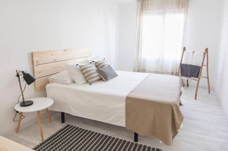 Dormitorio en Apartamento Turístico: Habitaciones de estilo  por Ópera de Domingo