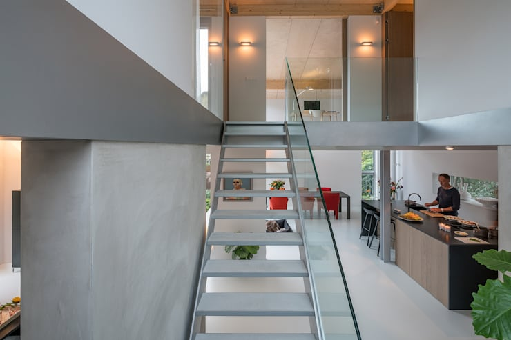 Corridor & hallway by Bloot Architecture