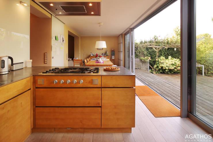 Sanierung und Erweiterung eines Einfamilienhauses in Aachen:  Küche von Architekturbüro Sutmann,Modern