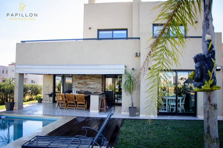 Casa 205: Casas de estilo ecléctico por Papillon Arquitectura