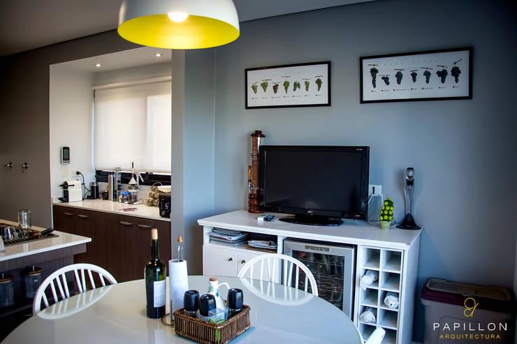Casa 205: Comedores de estilo ecléctico por Papillon Arquitectura