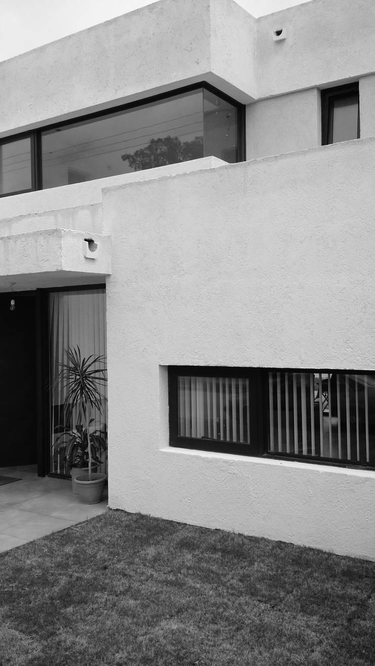 CASA NJ: Casas unifamiliares de estilo  por PARAMENTO,