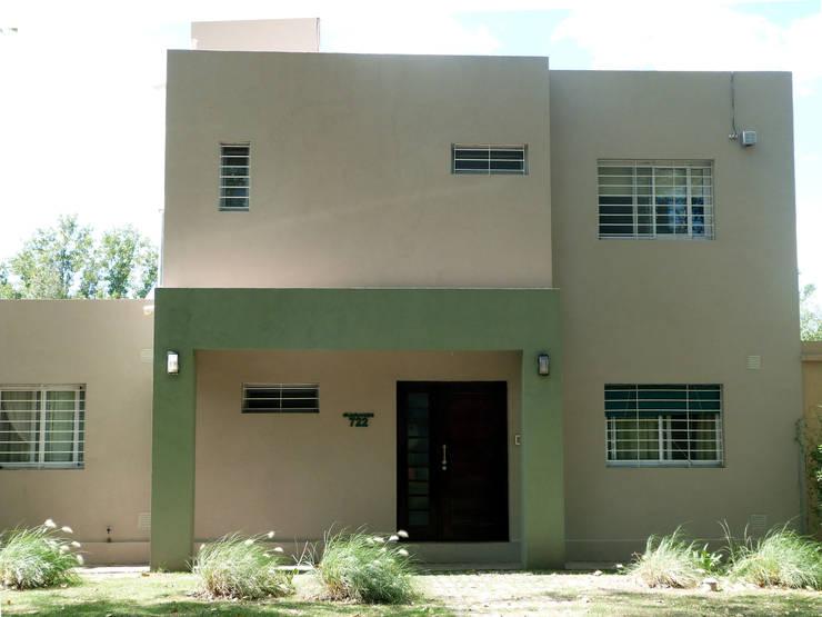 VIVIENDA ROLDAN 1: Casas unifamiliares de estilo  por ECOS DE SOL (Ingeniería y Construcción)