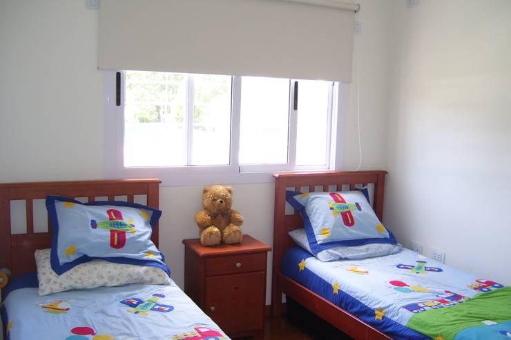 VIVIENDA ROLDAN 1: Habitaciones para niños de estilo  por ECOS DE SOL (Ingeniería y Construcción)