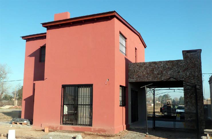VIVIENDA ROLDAN 3: Casas unifamiliares de estilo  por ECOS DE SOL (Ingeniería y Construcción),