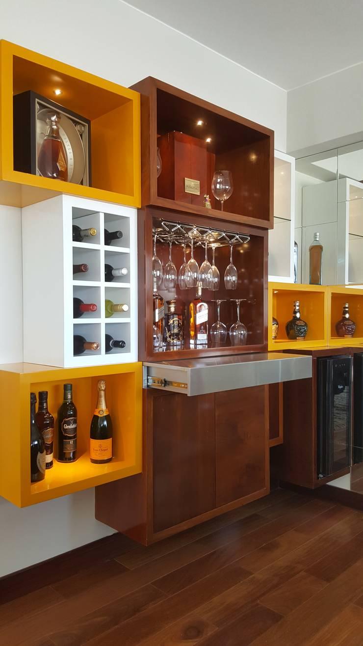 Mueble de Bar: Salas/Recibidores de estilo  por B+ Studio,