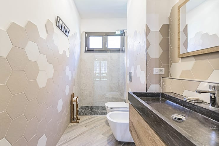 Baños de estilo  por Facile Ristrutturare