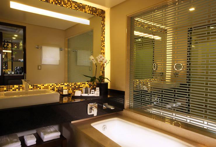 JW Marriott Santa Fe - Idea Asociados: Baños de estilo  por IDEA Asociados