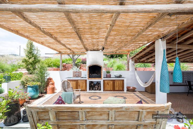 Uma casa muito bem decorada: Paisagismo de interior  por Pedro Queiroga | Fotógrafo