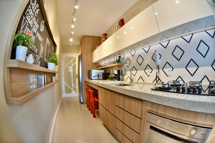 Kitchen units by Arching - Arquitetos Associados
