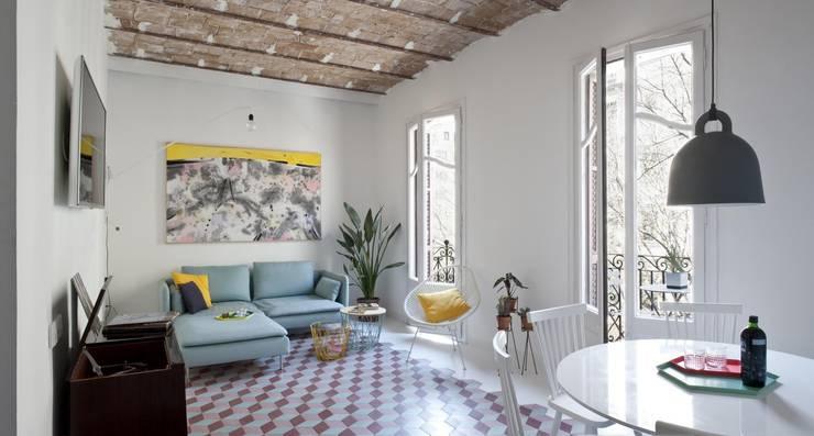 nghệ nhân kiến trúc:  Phòng khách by Nghệ nhân Kiến trúc thủ công