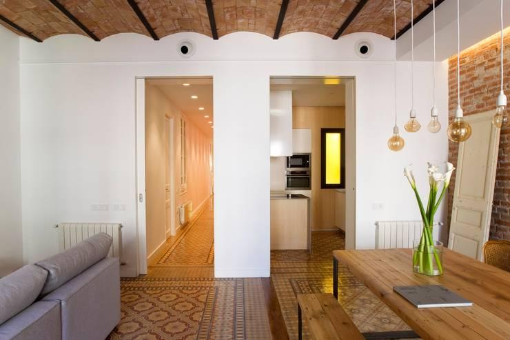 nghệ nhân kiến trúc:  Cửa ra vào by Nghệ nhân Kiến trúc