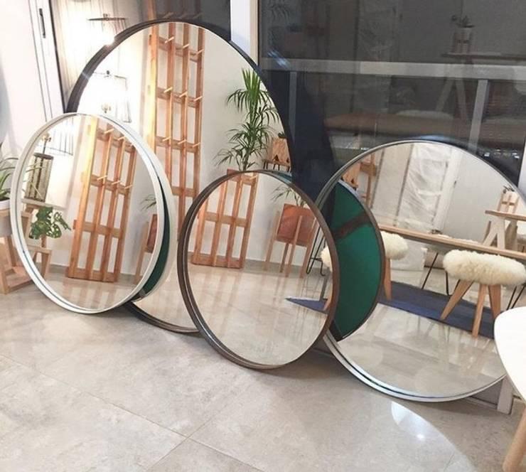Espejos: Hogar de estilo  por Naranja Mecánica