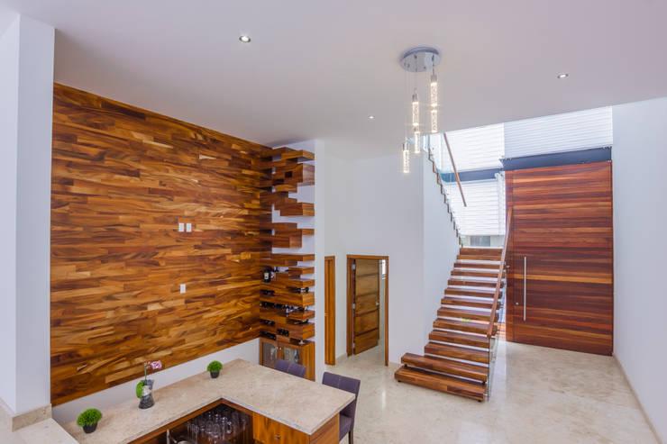 RECORRIDO VIRTUAL Y SESIÓN FOTOGRÁFICA - LA TOSCANA - : Salas de estilo  por ECKEN virtual spaces