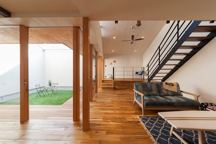 Phòng khách by STaD(株式会社鈴木貴博建築設計事務所)