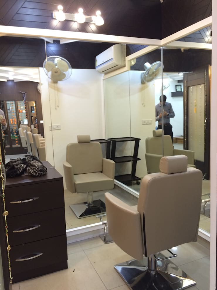 bridal makeup section:  Dressing room by Square Designs,Modern