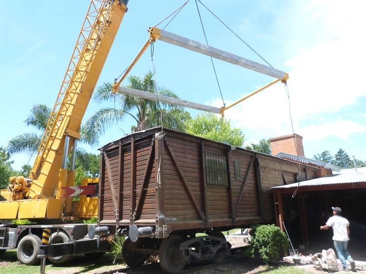 DURANTE - MOVIMIENTO DEL COCHE DORMITORIO:  de estilo  por ECOS DE SOL (Ingeniería y Construcción)
