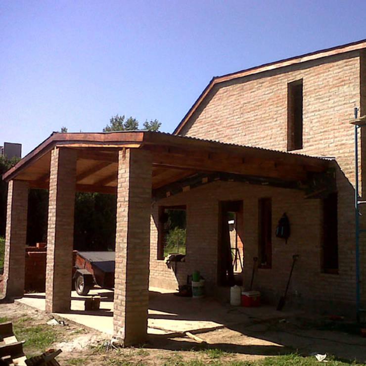 VIVIENDA ROLDAN 5: Casas unifamiliares de estilo  por ECOS DE SOL (Ingeniería y Construcción),Colonial