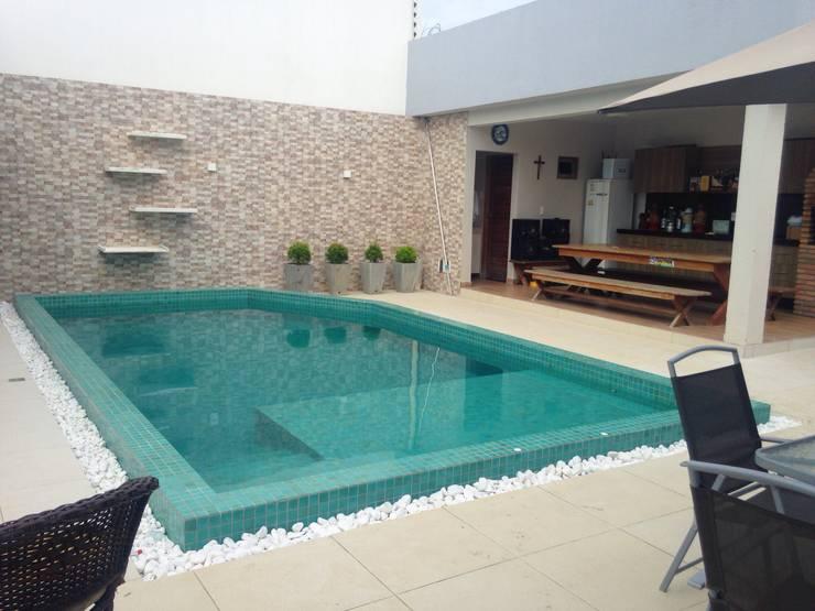 Albercas de jardín de estilo  por Jorge Júnior Arquitetura