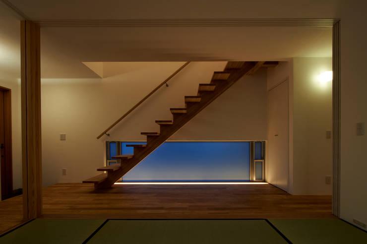 田園調布の家: アトリエモノゴト 一級建築士事務所が手掛けた廊下 & 玄関です。