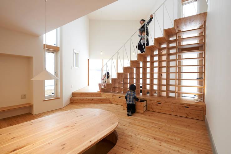 やじるしの家: アトリエモノゴト 一級建築士事務所が手掛けた廊下 & 玄関です。