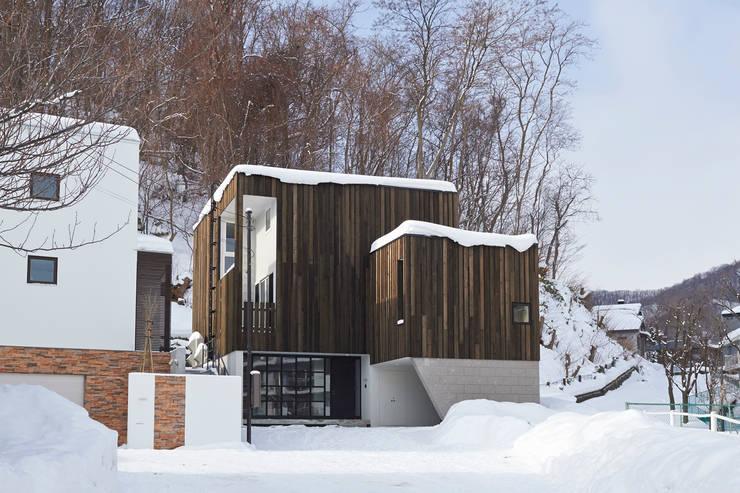 神社山の家: アトリエモノゴト 一級建築士事務所が手掛けた家です。