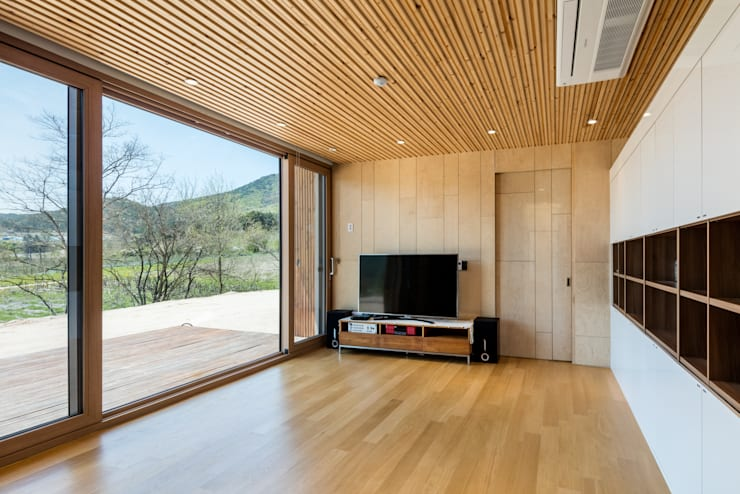 애플팜 하우스(Apple Farm House): 투엠투건축사사무소의  거실