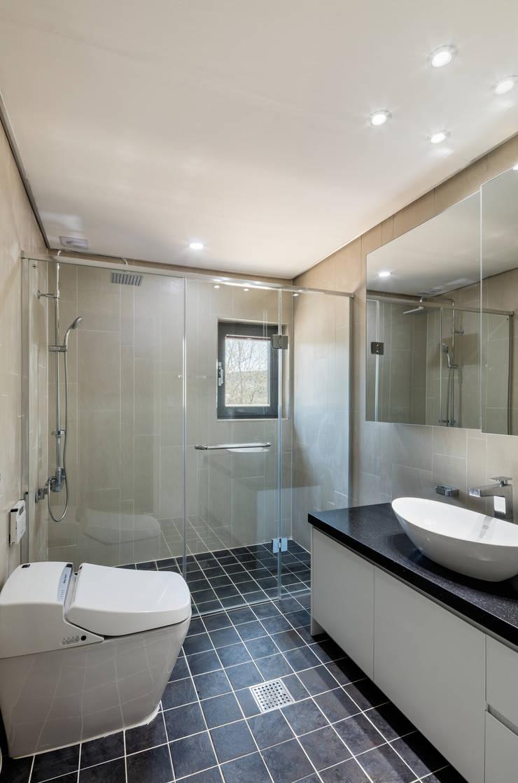 애플팜 하우스(Apple Farm House): 투엠투건축사사무소의  욕실