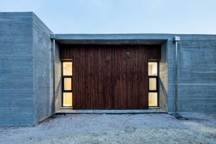 애플팜 하우스(Apple Farm House): 투엠투건축사사무소의  복도 & 현관