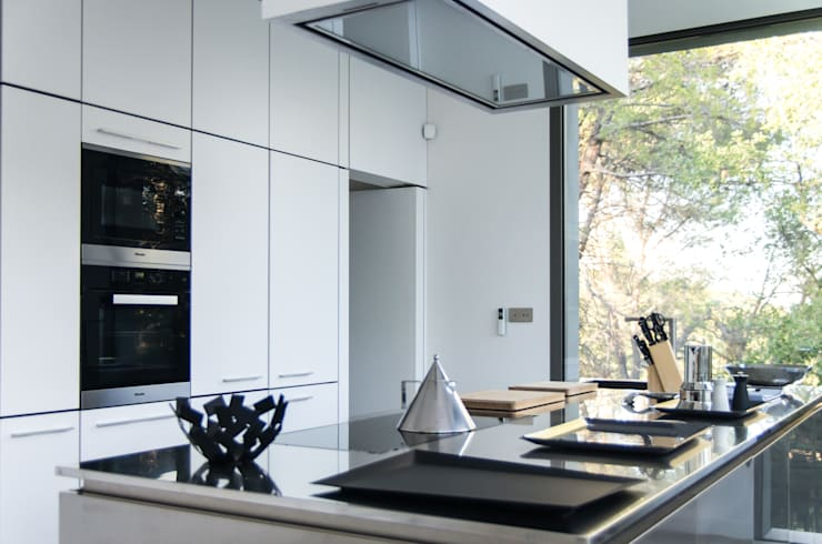 Кухни в . Автор – Brengues Le Pavec architectes