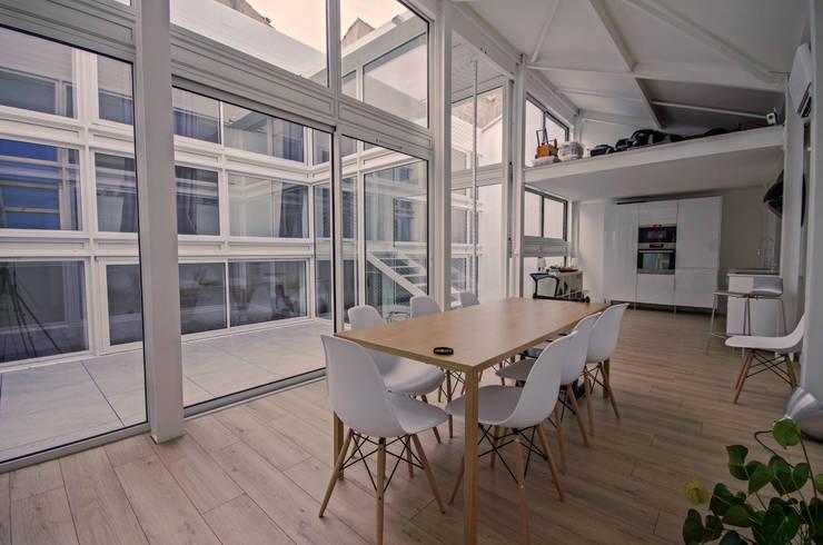 RUX: Salle à manger de style  par Brengues Le Pavec architectes