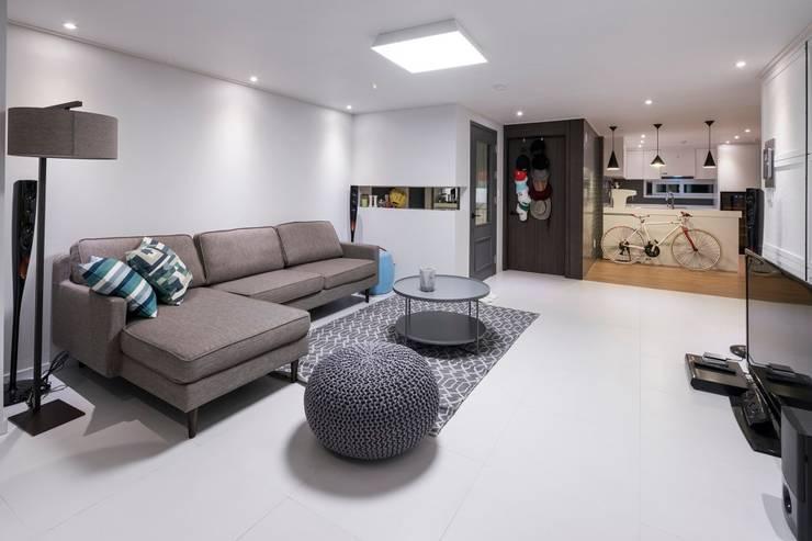 영등포구 34평 아파트 리모델링: 그리다집의  거실