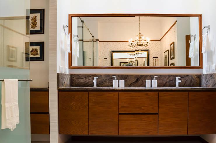 Baño Principal 02: Baños de estilo  por Tejero & Ángel Diseño de Interiores