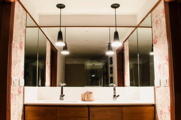 Baño Secundario: Baños de estilo  por Tejero & Ángel Diseño de Interiores