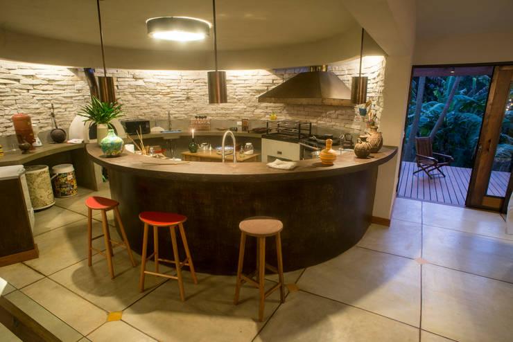Cocinas de estilo moderno por Giselle Wanderley arquitetura