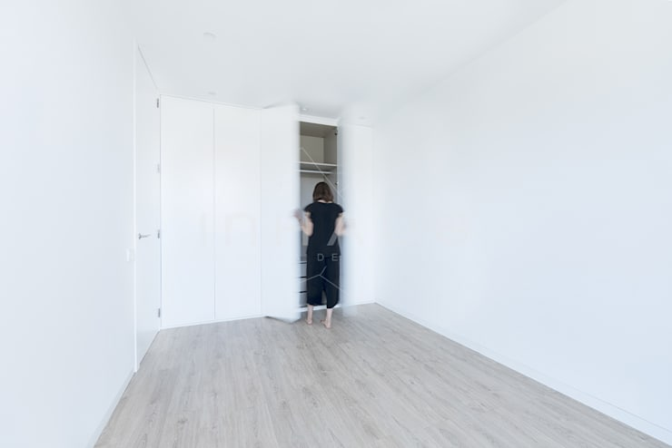 Dormitorios de estilo  por Casas inHAUS, Moderno