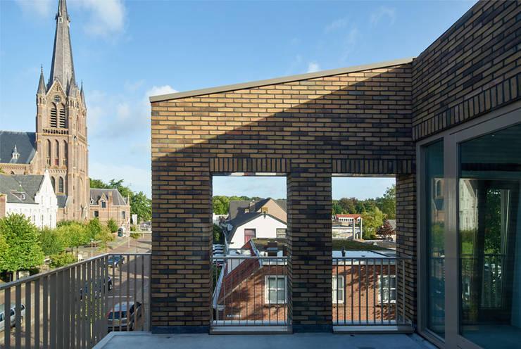 Balkon:   door [delacourt][vanbeek], Klassiek Keramiek