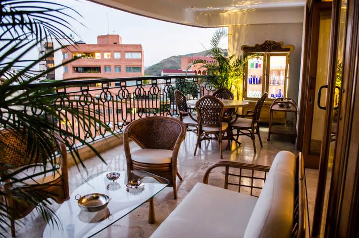 Apartamento Aristizabal – Alviar / Parte 1 Balcones y terrazas de estilo ecléctico de Tejero & Ángel Diseño de Interiores Ecléctico
