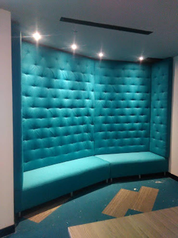 Sofá sala reuniones y audiovisuales: Oficinas y tiendas de estilo  por CMS Mobiliario