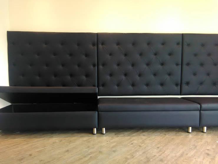 Sofá cafeteria: Oficinas y tiendas de estilo  por CMS Mobiliario